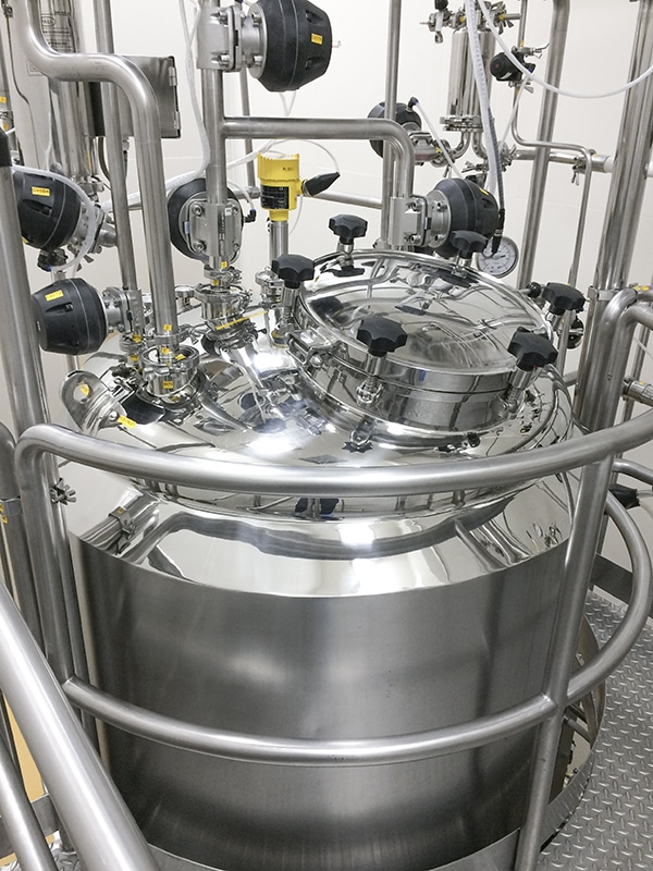 Pharmaceutical vessels are rather small compared to those in the chemical industry. Even at Adam Fabriwerk they usually reach a height of only 1.20 m.