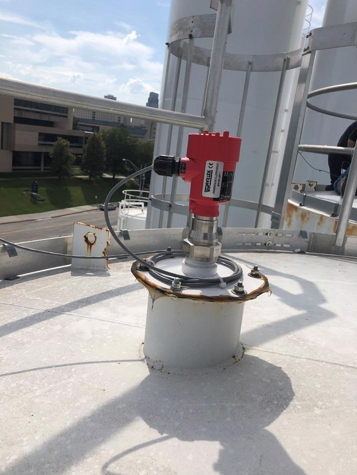 Non-contact 80 GHz radar is accurate in dust.