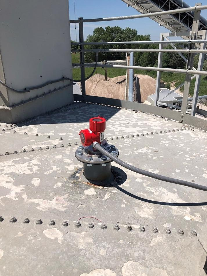 Non-contact radar level sensors measure accurately in high dust environments.