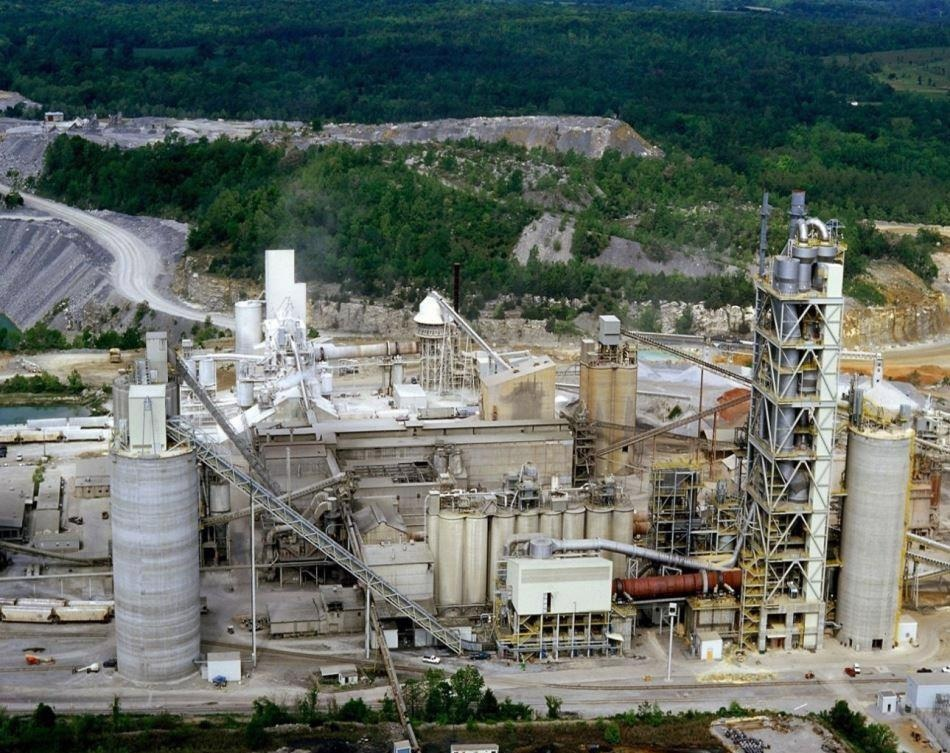 This large cement plant benefits from wireless technology and an automated inventory system.
