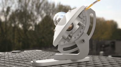 Rugged adjustable tilt mounting for a pyranometer