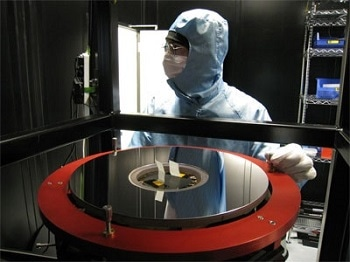 Hyperbolic Mirrors for Deep Space Observation