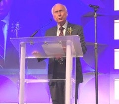 Co-Founder and Chairman Ray Stata Accepts IEEE Award Recognizing Analog Devices for Innovation and Industry Leadership